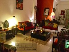 The Keybunch delights in bringing you tours of beautiful, aesthetic Indian homes. Today, we take you to Indore, where Kapila and Sonal Banerjee and their twin girls live. It is so thoughtfully deco… Home Goods Decor, Home Decor Shops, Home Decor Furniture, Home Decor Bedroom, Living Room Decor, Living Rooms, Decor Room, Furniture Ideas, Ethnic Home Decor
