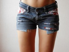 transformer un vieux jean en short avec des motifs liberty