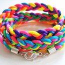 *Neon Regenbogen Armband* aus doppelt geflochtenem Satinband mit stabilem Karabinerverschluss. Drei mal ums Handgelenk wickeln!  Abgebildet in der LISA Heft 31/2012  +Die Farben können immer...