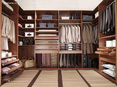 Arquitectura de Casas: Closets modernos y amplios para residencias.