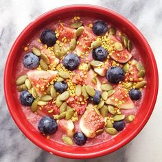 Sunday night dessert idea @healthylivingaus raspberry and blueberry smoothie bowl sprinkled with Natural Buzz Bee Pollen #naturalbuzz #beepollen #sundaynight #dessert #healthydessert #livehealthy #nourish #shinethrough #smoothiebowl #blueberry #figs #sweet #sugarfree #glutenfree #natural #weightloss #energy #endlessbenefits #radiance #protein #performance #digestion #healthy