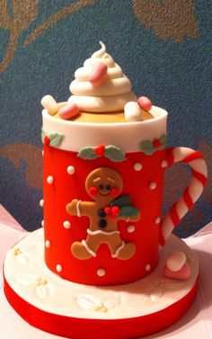 Beautiful mug themed Christmas cake. The design on the mug is also inspired by the gingerbread man who is also a popular figure during Christmas season. Decoration Craft Gallery Ideas] Related Beautiful Cake Designs that Are Out of This World Christmas Cake Designs, Christmas Cake Decorations, Christmas Cupcakes, Christmas Sweets, Holiday Cakes, Noel Christmas, Holiday Treats, Christmas Baking, Christmas Design