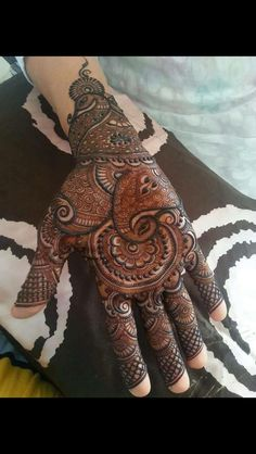 Are you looking for some fascinating design for mehndi? Or need a tutorial to become a perfect mehndi artist? Pakistani Mehndi Designs, Mehndi Designs For Hands, Henna Designs, Mehndi Design Photos, Indian Designer Outfits, Mehendi, Tattoos, Artist, Henna Art Designs