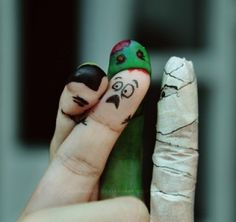 finger face halloween trick or treat zombie mummy spooky creep Finger Fun, Finger Plays, Finger Heart, Funny Fingers, How To Draw Fingers, Wow Art, Hand Art, Finger Puppets, Trick Or Treat