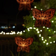Perhonen - riippuva Votiivisomiste, metallia, verkko, jonka valo läpäisee kauniisti, irrotettava sanka, sangan kanssa 42cm, 44,90€