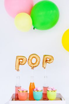 Love this balloon idea. would be great idea for bridesmaids while they get ready, or a bachelorette party! Festa Party, Diy Party, Party Gifts, Party Ideas, Décoration Baby Shower, Pop Baby Showers, Organiser Une Baby Shower, A Little Party, Letter Balloons