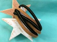 """Modelo """"Strips"""" Pulsera de tiras ante negro y ante cuero con pespunte central. Cierre Zamak bronce antiguo."""