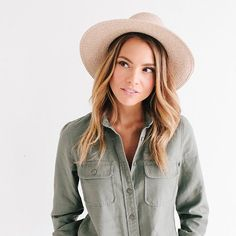 The Jani is a high quality,simplistic, woven fedora style hat that has become very popular for women who like to travel. Its flexible material allows it to be packedwell and maintain its shape. One size fits most ladies.