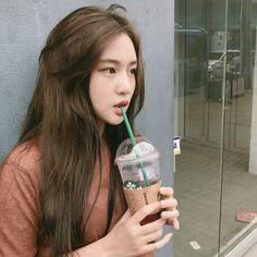 Ulzzang Korean Girl, Cute Korean Girl, Korean Beauty Girls, Asian Beauty, Pretty Asian, Beautiful Asian Girls, Cute Girl Pic, Cute Girls, Girl Pictures