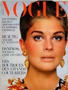 1967 - Picture of Candice Bergen cover of vogue Vintage Vogue Fashion, 1967 Fashion, Fashion Cover, Fashion Models, Candice Bergen, Patti Hansen, Vogue Magazine Covers, Vogue Covers, Magazine Photos