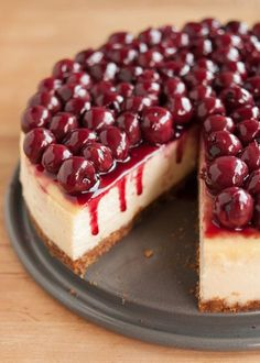 How to Make Perfect Cheesecake – Susan Zink How to Make Perfect Cheesecake Here's a step-by-step recipe for creamy, no-fail cheesecake. We explain water baths, best ingredients, and all the smartest tips for perfect cheesecake. Perfect Cheesecake Recipe, Ultimate Cheesecake, Cheesecake Cake, Cheesecake Bites, Cherry Topping For Cheesecake, Cheescake Recipe, Cheesecake Squares, Cheesecake Pudding, Gluten Free Cheesecake