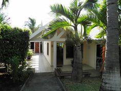 Marina Hôtel - Installé à Boucan Canot,Saint-gilles les Bains, sur la côte ouest de La Réunion, près des plages, dans un écrin de verdure, un vent de douceur et de bien être.