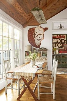 Inside a Charming Texas Home Full of One-of-a-Kind Finds - Texas Decorating Ideas Vintage Farmhouse Decor, Country Farmhouse Decor, Rustic Decor, Country Living, Farmhouse Style, Farmhouse Ideas, Industrial Farmhouse, Modern Farmhouse, Vintage Western Decor