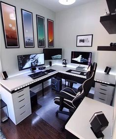 Quarto gamer: 40 ideias de decoração para quem é apaixonado por jogos Cool Office Desk, Home Office Setup, Home Office Design, Office Designs, Office Style, Office Ideas, Computer Gaming Room, Gaming Room Setup, Gaming Desktops