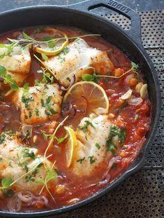 Lettvint torsk med kikerter i tomatsaus