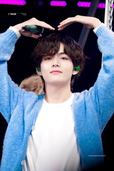 Imagine him doing this to you at a fansign Daegu, V Bts Cute, I Love Bts, Kim Taehyung, Bts Jungkook, Foto Bts, K Pop, Jin, Bts Kim