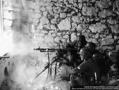 German MG 34 machine gun team, Russia in German Soldiers Ww2, German Army, Military Photos, Military History, World History, World War Ii, Eastern Front Ww2, Mg34, German Uniforms