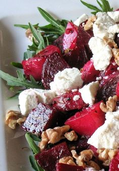 Roasted Beetroot Salad with Goats Cheese & Walnuts - Roasted Beetroot, Goats Cheese & Walnut Salad. A great main course salad. Vegetarian Recipes, Cooking Recipes, Healthy Recipes, Cleaning Recipes, Salad Recipes, Good Food, Yummy Food, Walnut Salad, Goat Cheese Salad