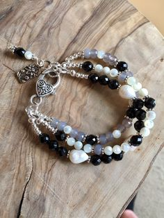 Onyx, gray quartz and mother of pearl bracelet