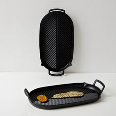 Professional kitchen enamel pan with herringbone style griddles crafted from vitreous enameled cast iron Design Shop, Hand Cast, It Cast, Professional Kitchen, Cast Iron Cookware, Al Fresco Dining, Griddles, Herringbone Pattern, Black Enamel