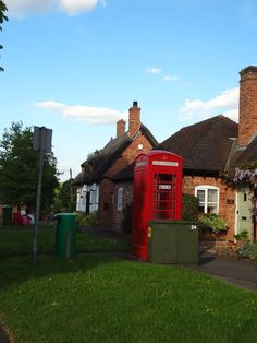 Long gone are the days when there was always a queue in front of these things. You wont find any ladies of the night advertising in this one #uk #callbox Stoneleigh, Warwickshire.