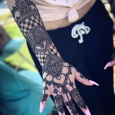 Henna Artist available for events and appointments in San Diego, OC and LA. Purchase henna supplies and get trained in henna artistry! Henna Designs Arm, Pretty Henna Designs, Henna Tattoo Designs Simple, Unique Mehndi Designs, Wedding Mehndi Designs, Wedding Henna, Unique Henna, Henna Tattoo Hand, Henna Tattoos