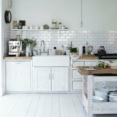 Painted floorboards, deep sink and kitchen half tiled? Maybe I like it better with no tiles;)