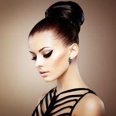 Dramatic Cat Eye Makeup Looks You Should Try Elegance Hair, Hd Makeup, Cat Eye Makeup, Eyeliner Makeup, Makeup Ideas, New Year's Eve Hair, Makeup Wallpapers, Wire Headband, Elegant Hairstyles