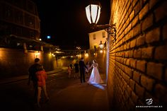 Sedinta foto trash the dress in sibiu - Palatul Brukental Wedding Pictures, Destination Wedding, Wedding Photography, Photoshoot, Poses, Fine Art, Weddings, Bride, Sunset