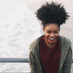 Penteados para cabelos crespos e cacheados: abacaxi