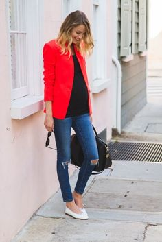 Gorgeous jacket with an amazing color #maternitystyle #pregnancy #momstyle #mamastyle #fashion #pregnancylook Visit our website www.circu.net