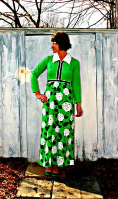 i'm pretty dang sure that my mamma rocked this dress out in the late 70s. love it.