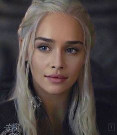 portrait of the lady on fire wallpaper Queen Of Dragons, The Mother Of Dragons, Emilia Clarke Daenerys Targaryen, Game Of Throne Daenerys, Daenarys Targaryen, Khaleesi Hair, Fire Hair, Game Of Thrones Art, Portraits