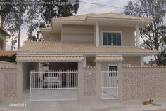 Olá pessoal!!! Hoje finalmente venho mostrar para vcs a fachada da casinha. No projeto inicial a casinha seria verde, mas tem tanta ca...