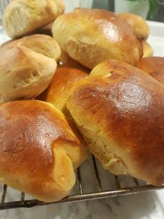 Det skal godt gjøres å ta bare en. Sweet Bakery, Bread Baking, Nom Nom, Easy Meals, Easy Recipes, Food And Drink, Rolls, Sweets, Snacks