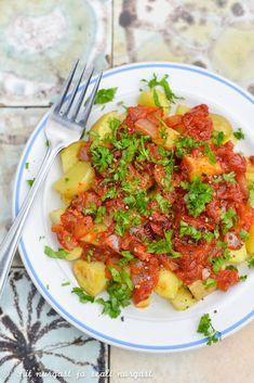 Patatas bravas ehk kartulid vürtsikas tomatikastmes