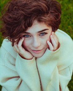 Curly Hair Fringe, Curly Hair Cuts, Short Hair Cuts, Curly Hair Styles, Short Hair Tomboy, Girl Short Hair, Short Curly Haircuts, Aesthetic People, Hair Reference