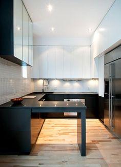 cozinha: referencia bancada inferior black e superior vidro branco