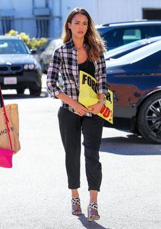 Jessica Alba Photos - Jessica Alba Runs Errands — Part 2 - Zimbio