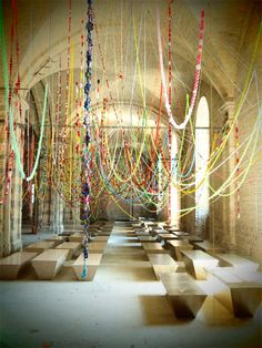 Korean artist Choi Jeong Hwa's most recent work is title Cosmos, and has been put on display at the Kyiv Biennale in the Ukraine. Deco Buffet, Shooting Photo, Installation Art, Art Installations, Art Sculptures, Wedding Pics, Party Wedding, Wedding Ceremony, Decoration Table