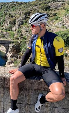 Cycling Bib Shorts, Cycling Wear, Cycling Outfit, Cycling Clothes, Lycra Men, Lycra Spandex, Great Legs, Athletic Men, Sport Man