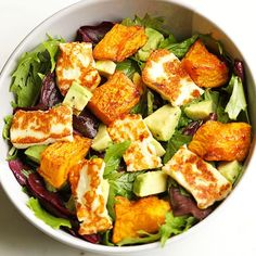 pumpkin, haloumi and avocado salad Gone are the days of bland and boring salads! This pumpkin, halloumi and avocado salad makes for a perfect weeknight dinner - minimal effort, maximum taste. Avocado Dessert, Avocado Salad Recipes, Salad Recipes For Dinner, Healthy Salad Recipes, Healthy Snacks, Vegetarian Recipes, Healthy Eating, Cooking Recipes, Halloumi Salad Recipes