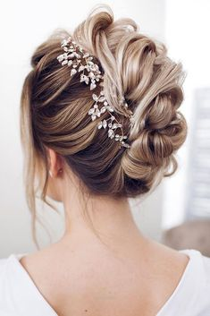 Look Over This 30 Perfect Wedding Hairstyles For Medium Hair   wedding hairstyles for medium hair updo textural waves with bark leaves on blondy hair tonya pushkareva via instagram   See more: www.weddingforwar… #weddingforward #wedding #bride #weddinghairstyles #weddinghairstyles ..