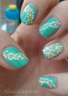 Daisy teal white yellow nails nail art design