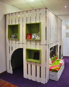 #indoor #playhouse made of #pallets #Spielhaus fürs #Kinderzimmer aus #Paletten