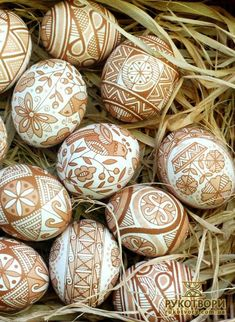 Ready for Easter? Try the Ukrainian method of decorating pysanky eggs, after seeing the most beautiful designs we could find for inspiration. design church The Most Beautiful Pysanky Easter Egg Designs We've Seen Yet Egg Crafts, Easter Crafts, Bunny Crafts, Easter Decor, Easter Ideas, Egg Shell Art, Brown Eggs, Easter Egg Designs, Diy Ostern
