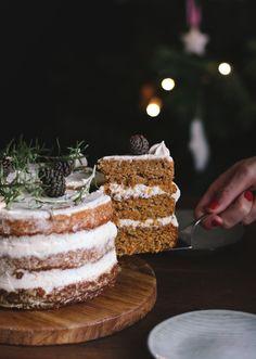 Roquefort mini cakes, smoked walnuts and bacon - Clean Eating Snacks Christmas Treats, Christmas Baking, Quatre Quart Cake, Mini Cakes, Cupcake Cakes, Naked Cakes, Gateaux Cake, Partys, Easy Cake Recipes