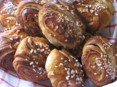 Kotiliesi - Mummon korvapuustit Pretzel Bites, Bread, Baking, Food, Brot, Bakken, Essen, Meals, Breads