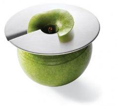 Gadget: Pelador Slicer de manzanas - Hoy domingo nos damos un respiro en la cocina y te brindaré una ayuda para que puedas hacer grandes decoraciones con las manzanas: El pelador Slicer. Con este pelador podrás de pelar una manzana de forma rápida y dejándola bien limpia. Simplemente apoya el disco sobre la manzana y una vez... - http://www.lasrecetascocina.com/2008/08/17/gadget-pelador-slicer-de-manzanas/