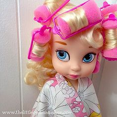 Cinderella getting all dolled up for her photo shoot! :) | Disney animator dolls